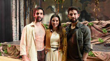 Guido Scaglione, Delfina Beltramone y Agustín Sierra, el trío que encabeza el reparto de Salvaje.