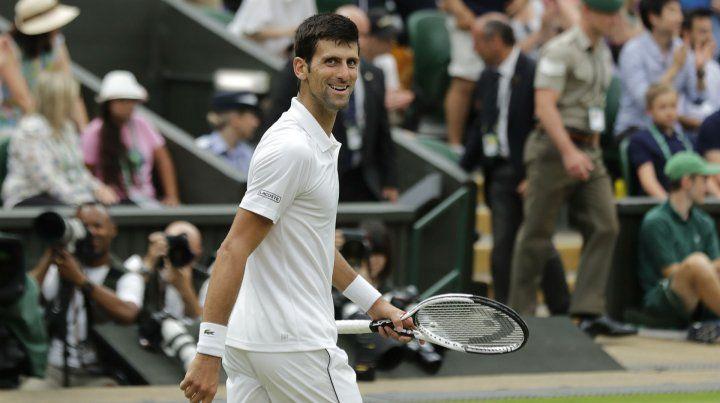 Djokovic se entregó a la ovación con el ya típico gesto que hace sacando la mano desde el corazón.