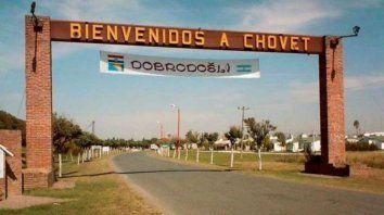 En Chovet se identificaron desde el primer momento con la selección de Croacia y colgaron un pasacalle en el acceso a la ciudad.