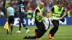 cuatro personas invadieron el campo de juego en la final
