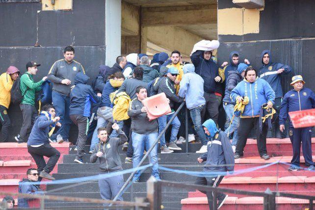Se registraron serios incidentes en el entretiempo de Colón-Central