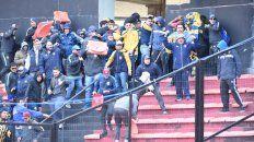 sancionaran a hinchas que causaron disturbios