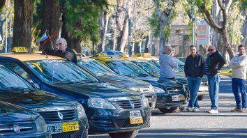Postura de reclamo. Los taxistas cuestionan la irrupción de Uber en el mercado local.