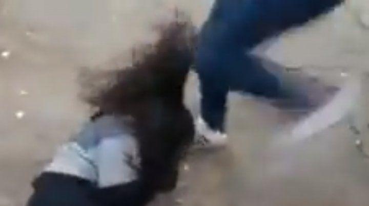 Una embarazada le dio una feroz paliza a una militante pro aborto