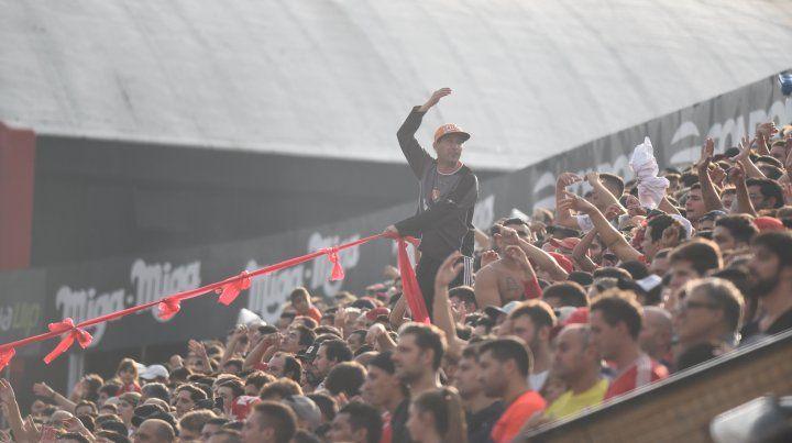 Vuelve el público visitante a los estadios de primera división