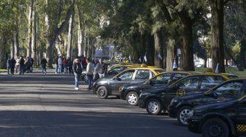 Postal repetida. Los taxistas se concentrarán hoy en la zona de Oroño y Cochabamba para repudiar a Uber por las calles del macrocentro.