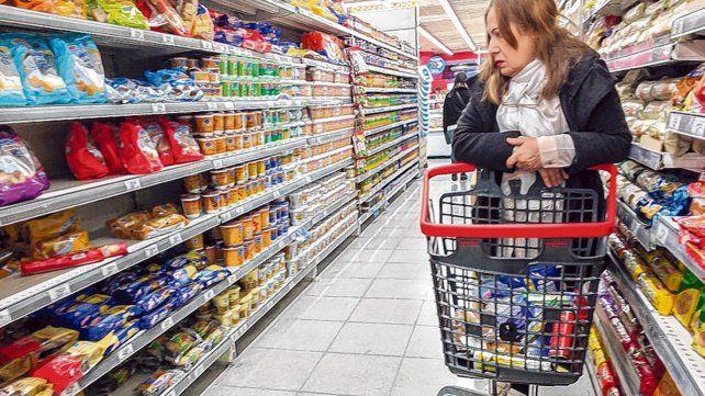 Revisión. A junio la inflación acumulada supera el 29 por ciento y esto habilita al FMI a discutir política con el gobierno.
