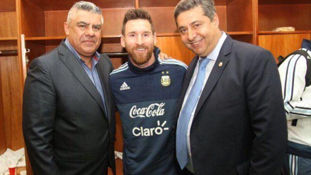 Angelici reveló los planes que tiene la AFA para Messi en la selección