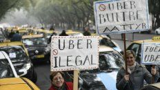 Taxistas de la ciudad marcharon hacia el Monumento para rechazar la llegada de Uber.