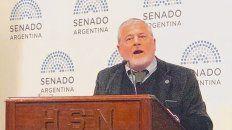 En el estrado. El decano de la Facultad de Medicina de la UNR, Ricardo  Nidd, ayer, en el plenario de comisiones del Senado nacional.