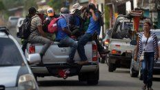 Amenazantes. Fuerzas de choque sandinistas patrullan el feudo opositor de Masaya tras recuperar el control.