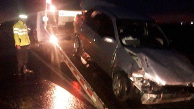 Perdió el control del auto y terminó en la banquina de la autopista a Córdoba