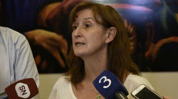 La ministra de Salud de la provincia, Andrea Uboldi, explica el faltante de medicamentos en Santa Fe.