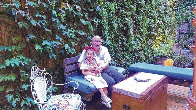 Abuelo y nieta. Daniel Levin con Gina