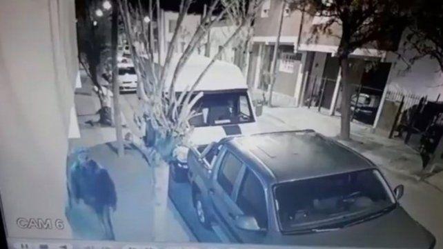 Le cortó los frenos al auto de su ex y quedó filmado por las cámaras de seguridad