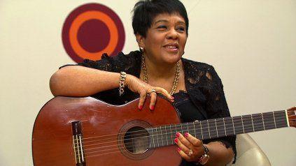 Rosa Passos es la única cantante brasileña que se presentó sola con su guitarra en el Carnegie Hall.
