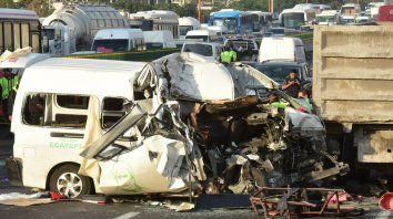 Al menos 13 muertos en un choque en una autopista de México