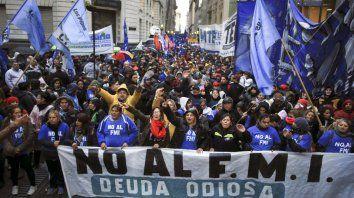 Los manifestantes repudiaron el acuerdo del gobierno con el FMI.