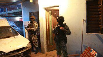 Armas, drogas y siete detenidos en una serie de allanamientos