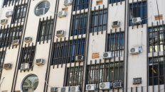 En la ciudad hay muchos edificios que apelan a gran cantidad de aires acondicionados para refrigerarse, lo que impacta negativamente en el sistema.