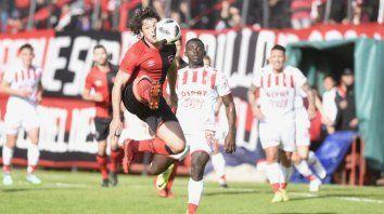 Newells arrincona a Unión en busca de un empate que lo mantenga con vida en la Copa