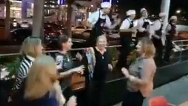 El baile de Lilita Carrió en medio de un viaje con amigas en el norte
