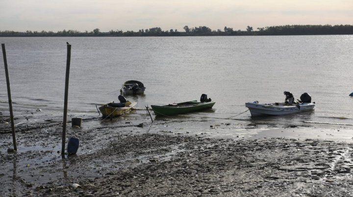 Defensa Civil alertó a los navegantes sobre los peligros por la bajante de río Paraná