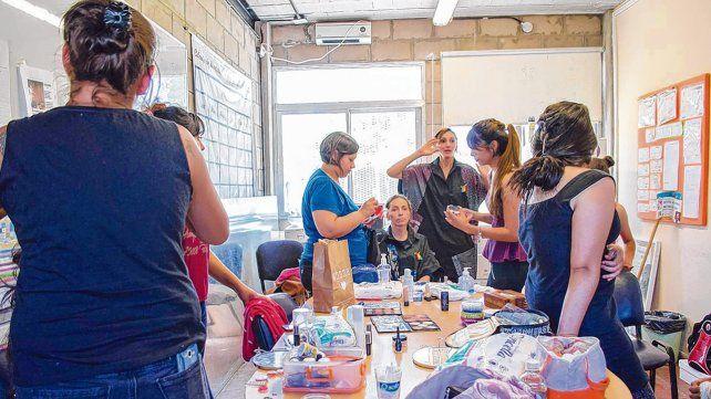Capacitación. Verónica fue una de las primeras alumnas y hoy es la coordinadora de todos los cursos de maquillaje que se dictan en Buenos Aires.