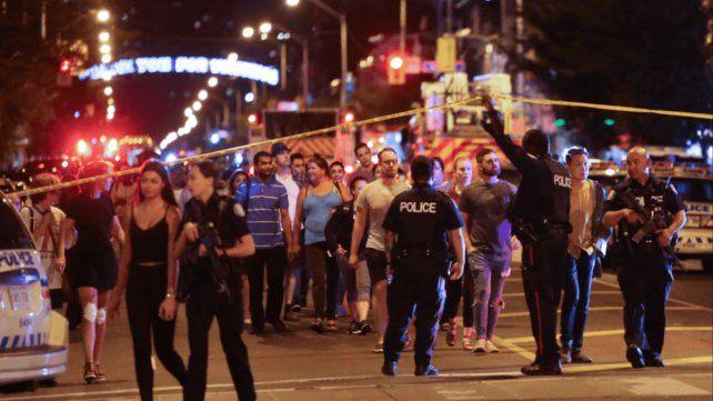 Dos muertos y 13 heridos en un tiroteo en Canadá