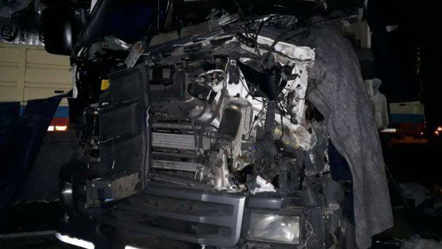 Hierros retorcidos, la postal de uno de los vehículos involucrados en el choque.