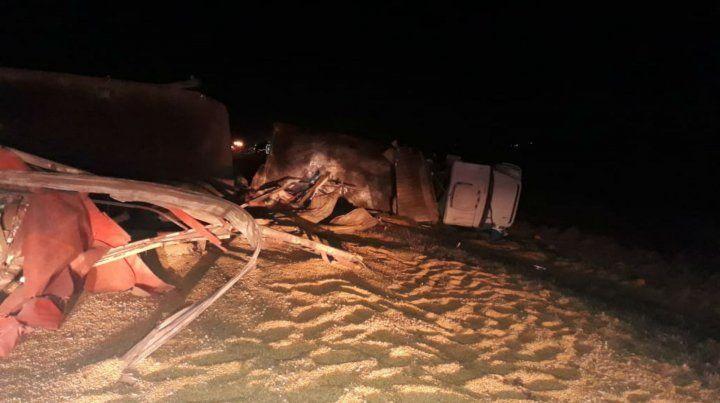 Un muerto y un herido grave al chocar de frente dos camiones en la ruta 33, cerca de Amenábar