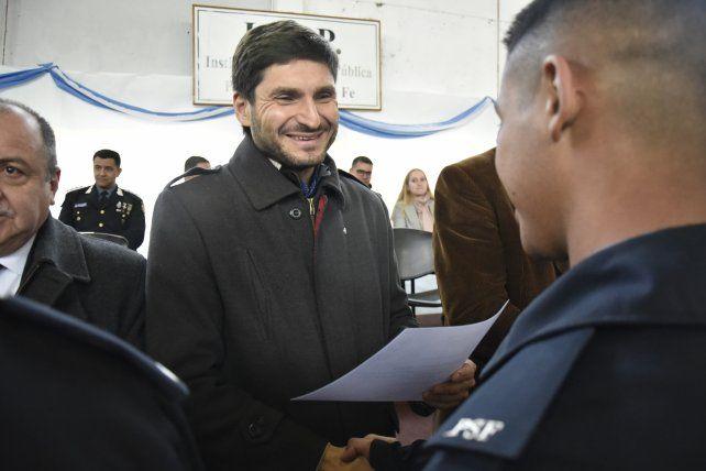 El ministro de Seguridad Maximiliano Pullaro participó del acto de graduación de los cadetes de la policía.