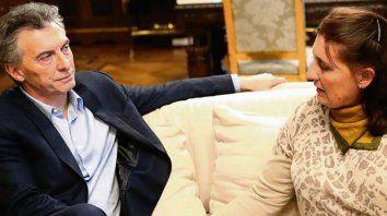En Twitter. Macri mostró anoche esta foto con la mamá de Juan Cruz.