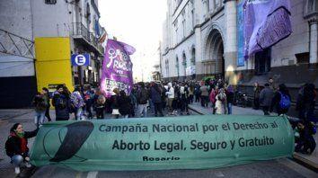 Militancia. Una de las tantas marchas que se  realizaron en la ciudad a favor del aborto legal, seguro y gratuito, que  se debate en el Senado.