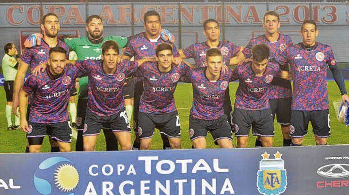 La previa. El equipo que salió a jugar desde el inicio en el estadio de Arsenal.