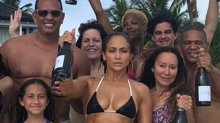 Jennifer López mostró fotos de su cumpleaños en bikini y sin maquillaje