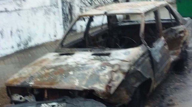 Siete autos fueron quemados en horas de la madrugada de hoy en barrio Ludueña