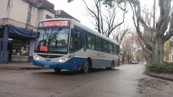 Asaltan a mano armada a un colectivo de la línea 126 roja en Riccheri y La Paz