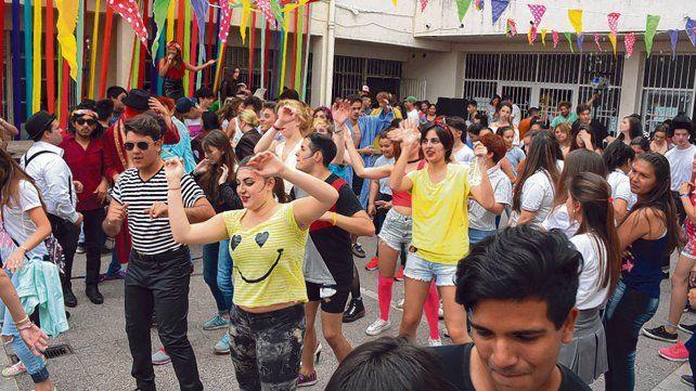 Aseguran que cada festival se vuelve un lugar de encuentro para las y los adolescentes.