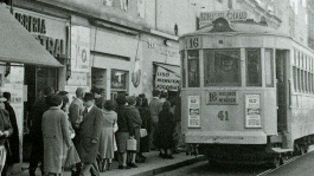 Año 1959. La esquina de Santa Fe y San Martín. Imagen de la Colección Chiavazza (Museo de la Ciudad).