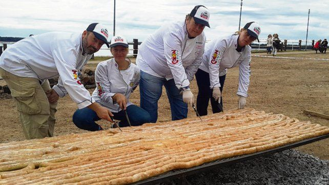 Marca récord: asaron chorizo de pollo de 250 metros