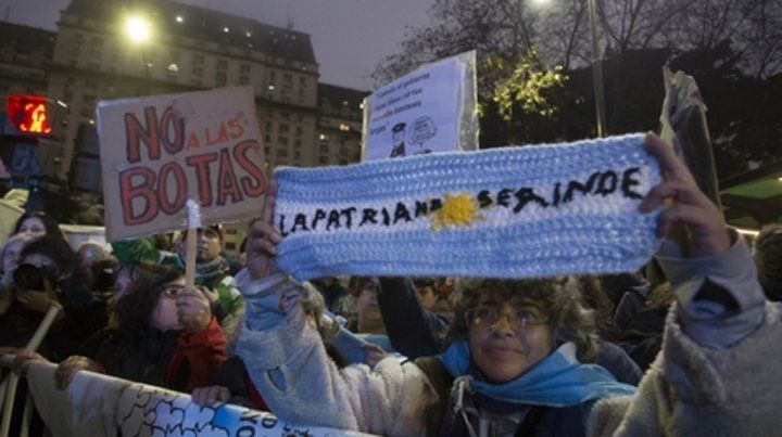 Rechazo. Los movilizados pidieron no militarizar la Argentina.