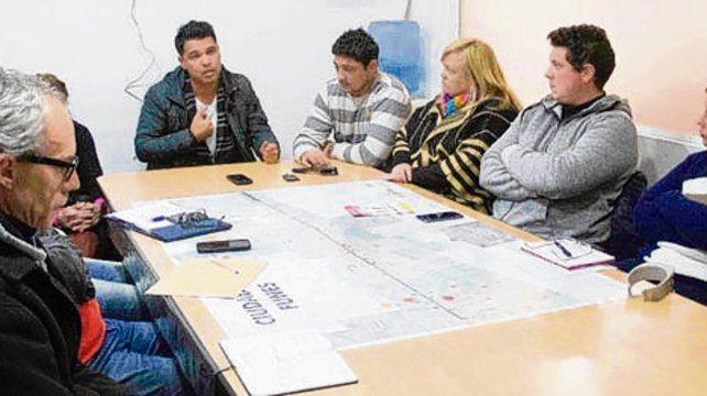 informe. El intendente recibió a la Junta de Vecinales de Funes.