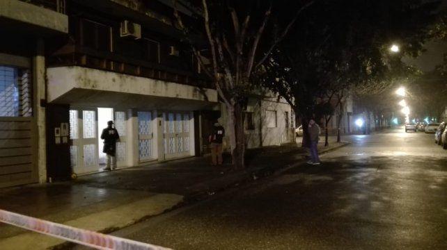 Desconocidos atacaron a balazos esta noche el frente de una casa en Zeballos al 2500