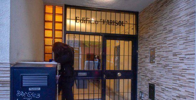 Dos hombres en moto atacaron a balazos el frente de un edificio a una cuadra de Tribunales