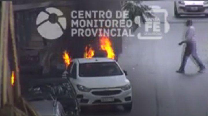 Un video muestra el incendio en un carrito del parque Indpendencia