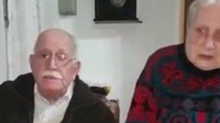 La pareja de ancianos grabó un video para tratar de conmover a los ladrones de su mascota.