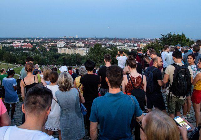 Miles de personas llegaron a la colina Olympiaberg de Múnich