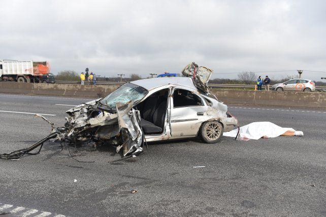La chica que viajaba en el auto que volcó en Circunvalación y murió esta mañana era menor de edad