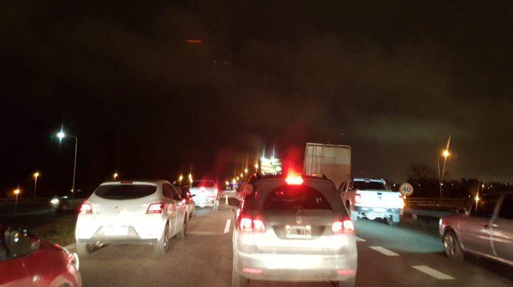 Hay gran congestión de tránsito producto del piquete.